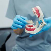 بررسی مراحل ایمپلنت دندان؛ نحوه اجرای ایمپلنت و مراقبت های پس از آن